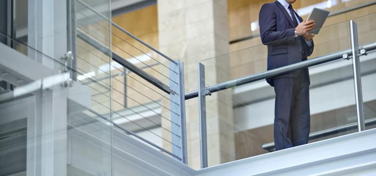 Halten Sie Bestimmungen, Datenschutz- und Datensicherheits-Regeln über viele Branchen hinweg ein